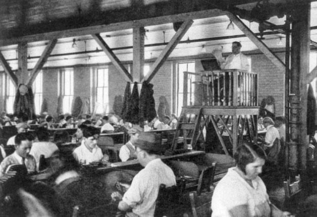 10. Lector Who Entertained Factory Workers (1)