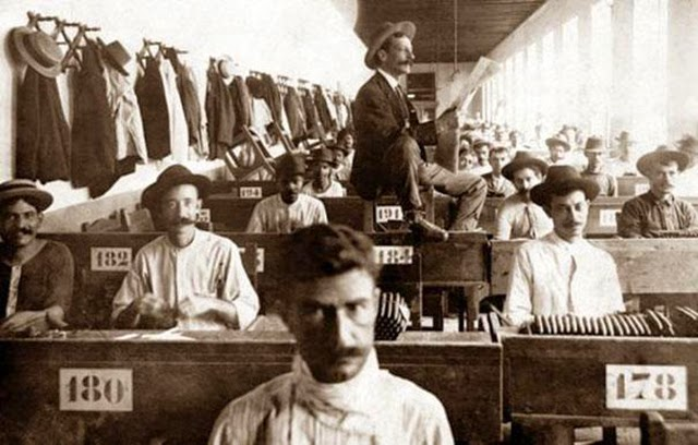 10. Lector Who Entertained Factory Workers (2)